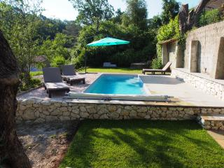 Lovely Flat in 'La Villa des Lucioles', Roquefort les Pins