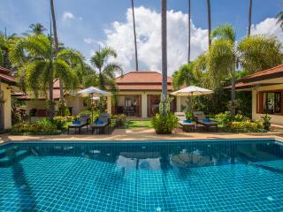 Baan Tawan Chai. Luxury Beach Front Villa & Pool, Laem Set