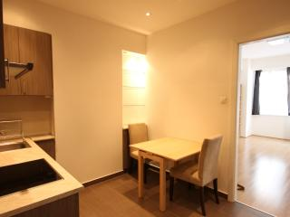 Ultimate location! Brand new apt sleeps3, Budapeste