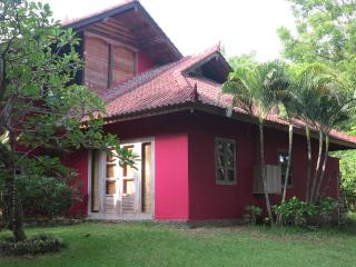 authentic villa with private pool and large garden, Pemuteran