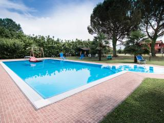 3 bedroom apartment with private pool, great place for a family holiday, easy access to historic city of Lucca