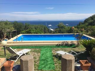 Panoramic independent house with garden and pool, Capri