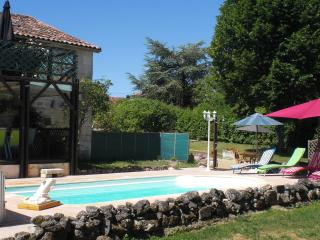 Self catering Gite/ B & B with private pool., Nontron