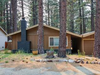 Cozy single-level home with patio & fireplace, South Lake Tahoe
