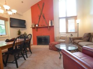 2BR Ski In/Ski Out Mountain Villa - Recently Remodeled Condo - Just Behind Boyneland Lift, Boyne City