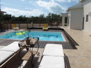 Josy Villa(Grace Bay)10 min walk from the Beach, Providenciales