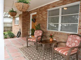 Cocoa's Cottage--Home away from home! Pet Friendly, Pass Christian