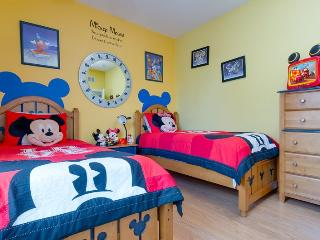 Tommy Bahama | Tropical 2nd Floor Condo, Bldg 4 with a Mickey Mouse Themed Bedroom, Kissimmee