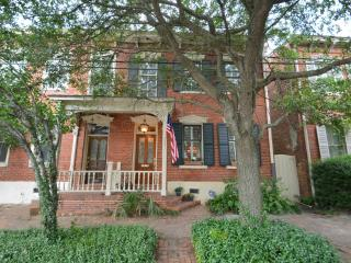 Luxury on Lincoln in Historic Savannah!