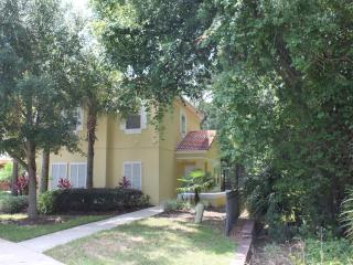 Cozy Town Home 10 min from Disney, Kissimmee