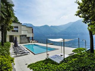 Splendid Como, Sleeps 8