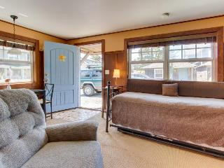 Serene, pet-friendly cottage blocks from beach & main drag!, Cannon Beach