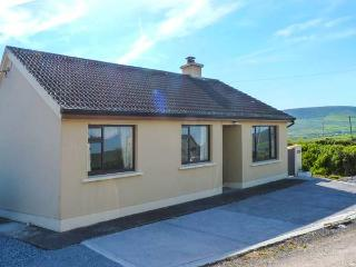 AN GHEALACH, detached, ground floor, woodburning stove, enclosed garden, near Ventry, Ref 924514