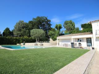 Modern villa with 3 bedroom and pool, 300 m beach, Antibes