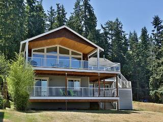 NEW LISTING SPECIAL 10% off July 1-15; View home over Mutiny Bay!, Freeland