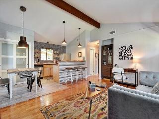 2BR/2BA Boutique Home in Austin's SoLa, Walk to Everything, Sleeps 4