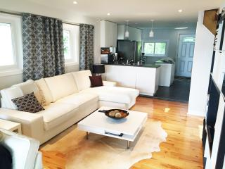 Furnished house on Lake Wilcox, 20 km from TORONTO, Richmond Hill