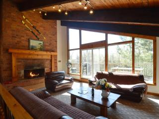 8 Bed Swiss Chalet with Hot Tub & Sauna # 13R, Blue Mountains