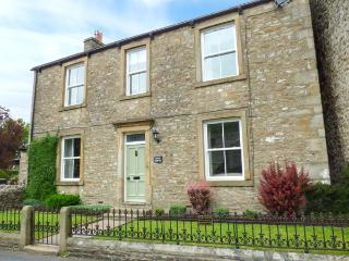 FERN HOUSE, detached, seven bedrooms, woodburners, WiFi, enclosed garden, in Kettlewell, Ref 922718