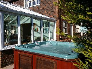 St Michaels - Log Burner, Hot Tub, Gym & Pool Room, Whitstable