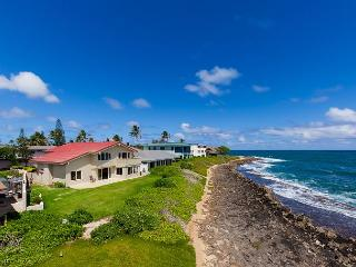 Kailua Oceanfront - 4 bedroom home with Amazing Views