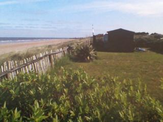 Holiday Home with Log Cabin & Direct Beach Access, Skegness