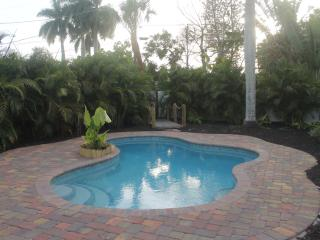 Brand New 1 Bd 1 Ba tropical oasis heated pool, Cortez
