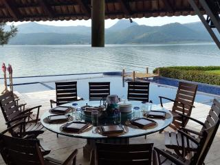 Spectacular house by the lake at Valle de Bravo