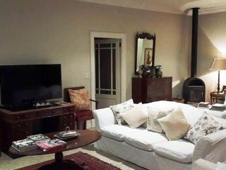 Luxury 4 bed family self-catering holiday villa, Constantia