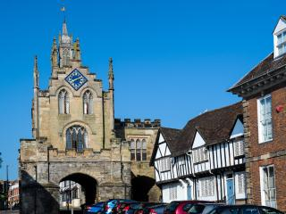The East Gate and St Peter's Chapel, Warwick