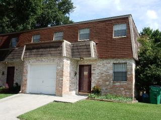 Spacious Living - Metairie townhouse with 3 large