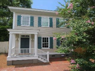 Modern, newly constructed  two bedroom with private porch and parking, Savannah