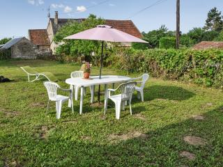 Elegant house in the heart of Burgundy w large, furnished garden for dining – 6km from Etang de Baye, Corbigny