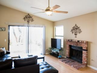 Delightful Two Bedroom Home With Jacuzzi, Las Vegas