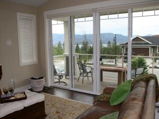 Executive Home with Spectacular Views, Kelowna