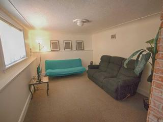 1 bedroom garden suite in great location, Victoria