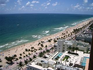 GORGEOUS OCEANFRONT APARTMENT in FT. LAUDERDALE!!, Fort Lauderdale