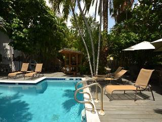 'ISLANDS IN THE STREAM'  - Near Southernmost Point! Shared Pool & Grill!, Key West