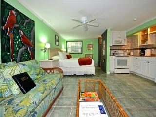 'FOR WHOM THE BELL TOLLS' - Papas Hideaway's Deluxe Studio 3, Shared Pool, Key West