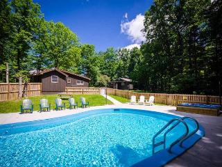 Cozy retreat with two homes, hot tub and pool!  5 Minutes from Ohiopyle!, Chalk Hill