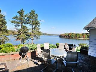Gorgeous 5 Bedroom lakefront home with amazing lake views & private dock!, Swanton