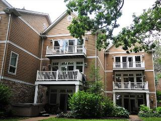 Indulge in luxurious lakefront living at this gorgeous 3,000+ sq ft townhome., Oakland