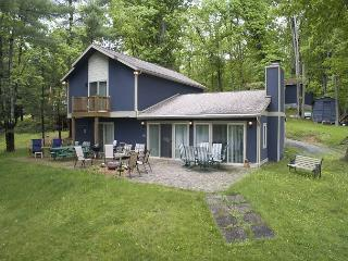 Lovely 2 Bedroom home on premiere lakefront!, Swanton
