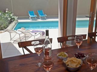 La Couronne for 6 guests with heated pool, Pouzolles