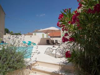 La Couronne with Heated Courtyard Pool, Pouzolles