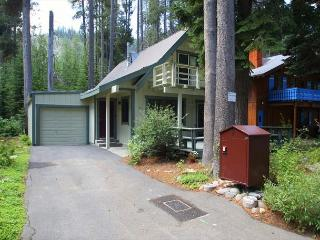 4 bedroom, 2 bath, sleeps 8. West End of Donner Lake: DLR#126, Truckee