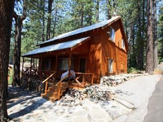 3.5 bedroom + den, 2 bath, sleeps 8, North/East Shore of Donner Lake: DLR#002, Truckee