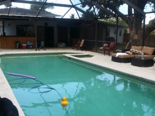Huge 1/1 Apt, with all amenities, Wilton Manors