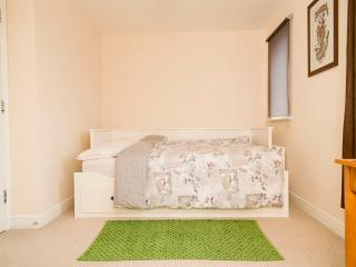 Double Room close to Gloucester RD, Bristol