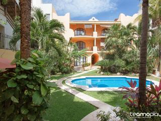 Lovely Condo Steps from Mamitas Beach, Playa del Carmen